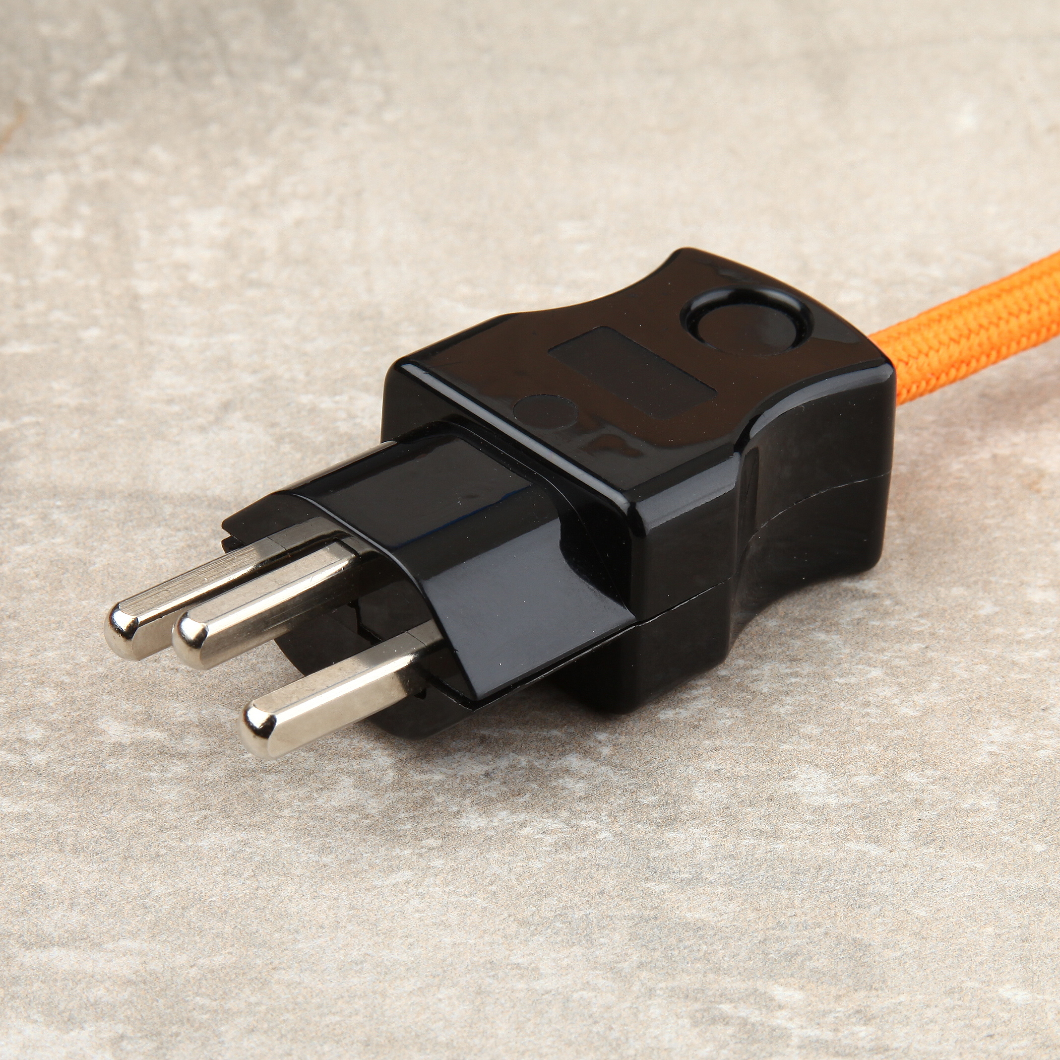 lampen schutzkontakt stecker schweiz selber montieren 2 diy lampenbau schweiz. Black Bedroom Furniture Sets. Home Design Ideas